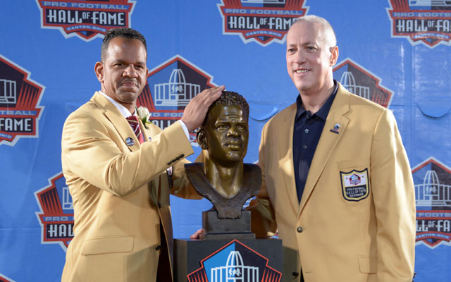 Jim Kelly and Andre Reed shared a moment with a toss on Saturday night.
