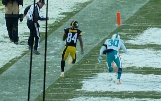 If Antonio Brown could have stayed inbounds, the Steelers would have pulled off a miracle win. (CBS/NFL)