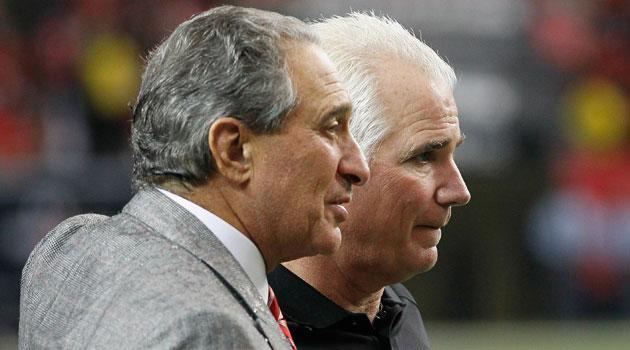 His fellow owners have granted Atlanta's Arthur Blank, left, a $200 million loan. (USATSI)