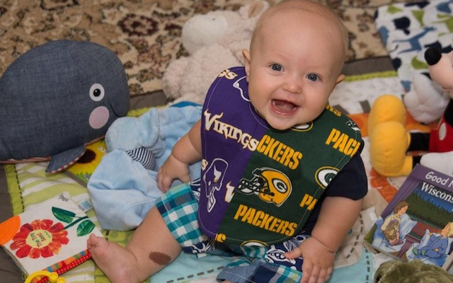 312a0d87a PHOTO  Confused baby is cheering for Vikings and Packers - CBSSports.com
