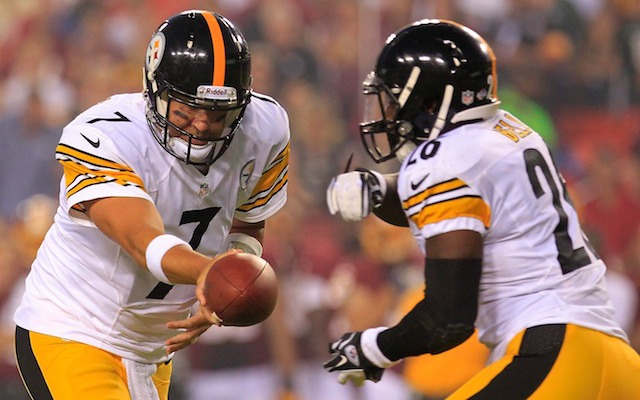 Ben Roethlisberger seems slightly skeptical of Steelers rookie Le'Veon Bell. (USATSI)