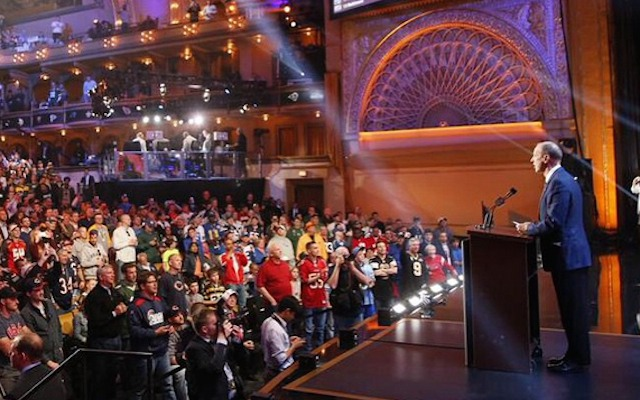 WATCH: Jim Kelly steals the show, gets standing O at 2015 NFL Draft