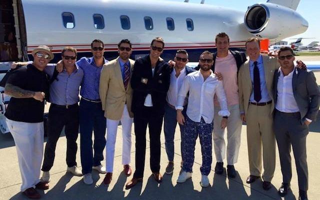 LOOK: Tom Brady and teammates flying private jet to ... Gisele Bundchen Net