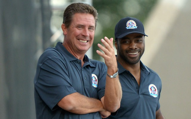 Dan Marino is the latest former NFL player to file a concussion-related lawsuit against the league. (USATSI)