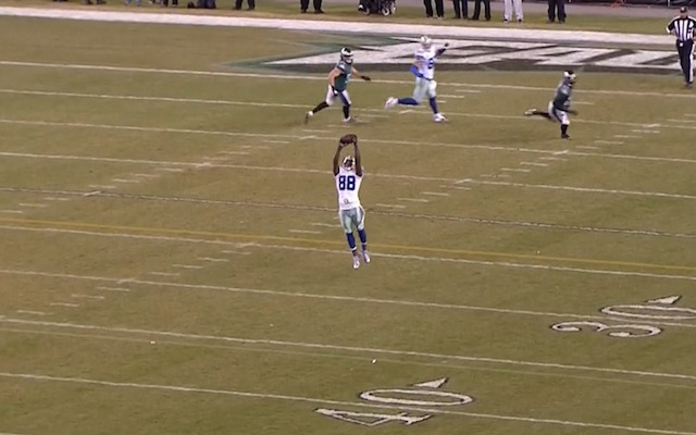 Look Eagles Don T Know How To Cover Dez Bryant Who S Wide
