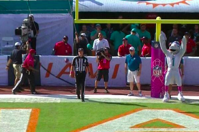 T.D. thought the Dolphins made a field goal that they didn't make. (CBS)