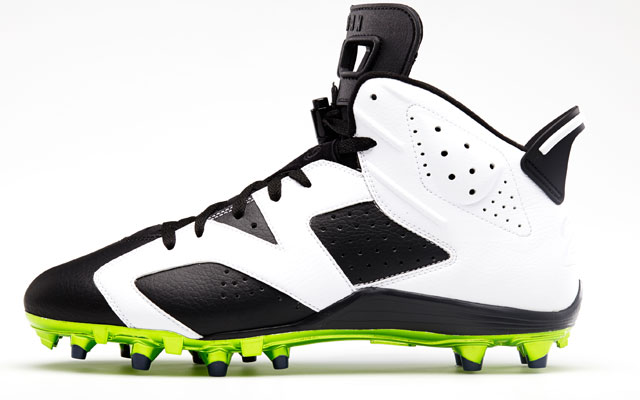 Earl Thomas custom Jordan Brand cleats.