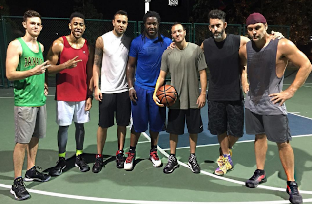 LOOK: Ripped Eddie Lacy is playing pickup basketball with ...