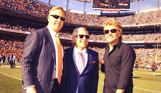 Patriots owner Robert Kraft poses with Jon Bon Jovi and John Elway. (Twitter/@Patriots)