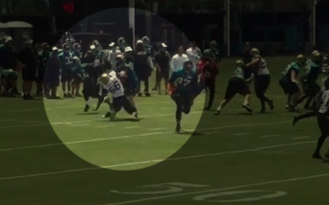 Dante Fowler Jr. appeared to injure his left knee during practice. (Twitter)
