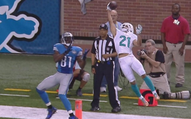 Brent Grimes doesn't need two-hands to make an interception. (CBS)