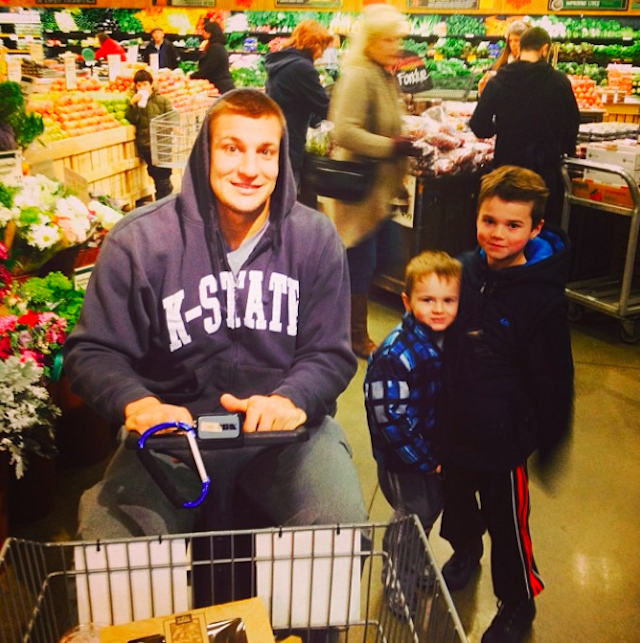 Despite being injured, Rob Gronkowski still does his own shopping. (Instagram)