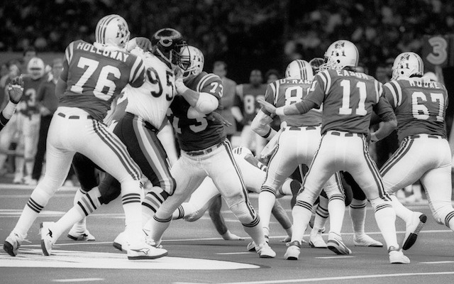 Brian Holloway [76] helps block Richard Dent in 1985. (USATSI)
