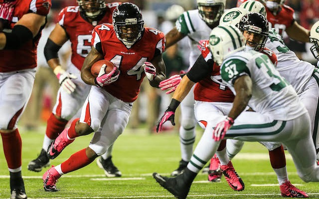 Falcons running back Jason Snelling was arrested and charted with possession of marijuana on Friday. (USATSI)