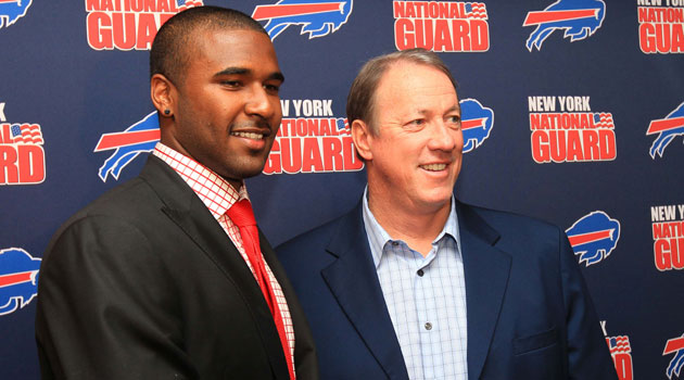 Jim Kelly (posing with new Bills quarterback EJ Manuel) was diagnosed with upper jaw bone cancer but says his prognosis is good. (USATSI)