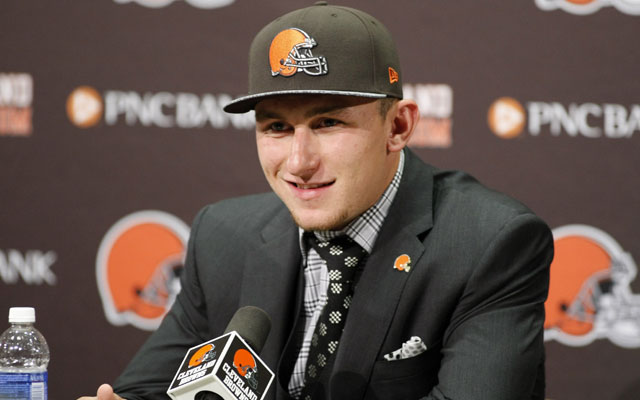 Johnny Manziel texted the Browns QB coach and said 'draft me.'