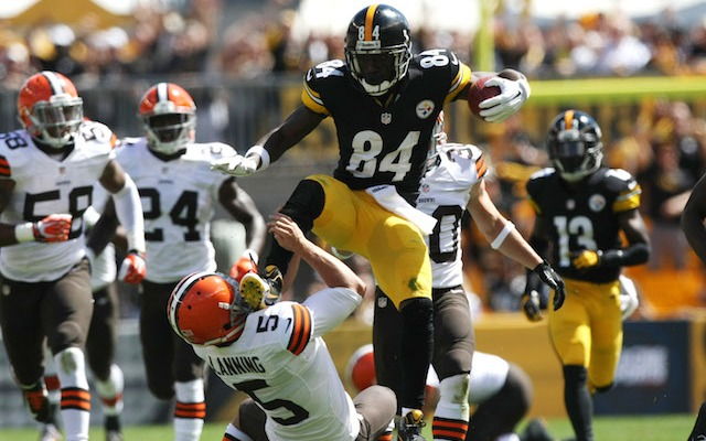 Lanning-Antonio-Brown-kick-fine.jpg