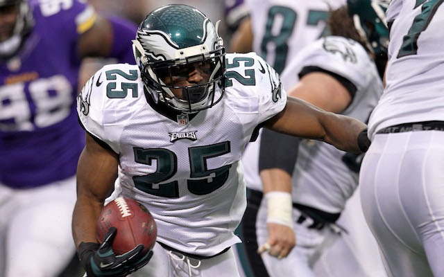LeSean McCoy wants to put the Eagles offense on his back against Chicago. (USATSI)