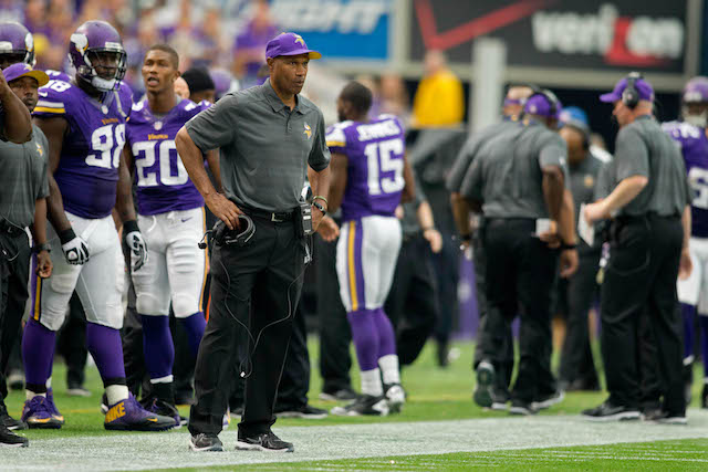 Vikings coach Leslie Frazier still has the confidence of his general manager. (USATSI)