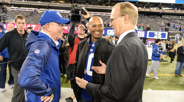 Mariano Rivera on the Giants sideline Monday.