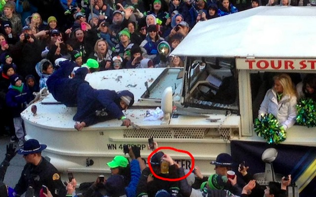 VIDEO: Fan hands Marshawn Lynch Fireball whiskey at Seahawks parade