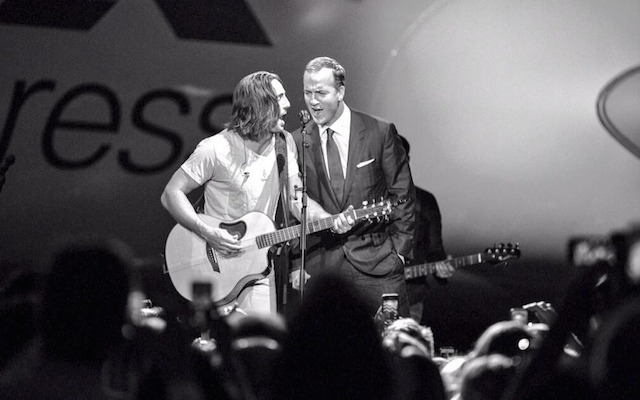 Not only can Peyton Manning play football, he can sing too. (Twitter/@JakeOwen)