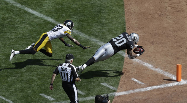 Theres A Possible Mlb Nfl Conflict Coming Because The Raiders Play Their Football Games On A Baseball Field Ap