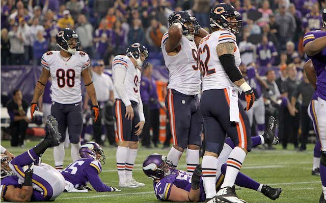 Robbie Gould and his teammates react after Gould's 47-yard miss in overtime. (USATSI)