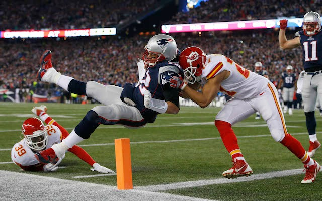 Tom Brady called out Julian Edelman for flexing instead of blocking. (USATSI)