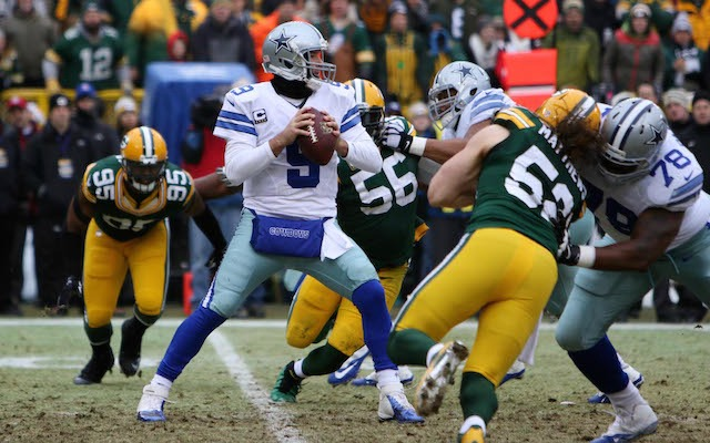 Tony Romo Throwing