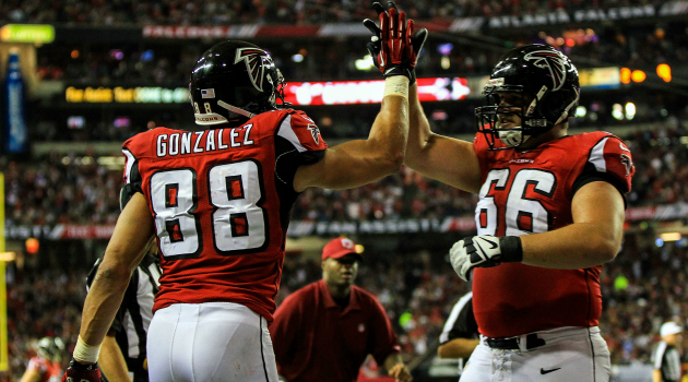 Tony Gonzalez caught a pass in his 200th straight game Monday.