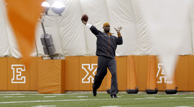 Vince Young throws at Texas pro day in Austin. (USATSI)