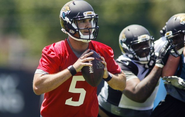 Blake Bortles looks to throw at Jaguars camp. (USATSI)