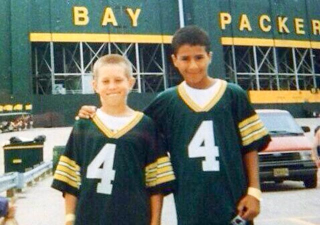 newest 44751 5f3f1 LOOK: Young Colin Kaepernick wears Favre jersey, visits ...