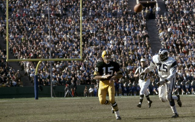 Watch out New York quarterback Bart Starr! Deacon is after you. (Getty Images) (USATSI)