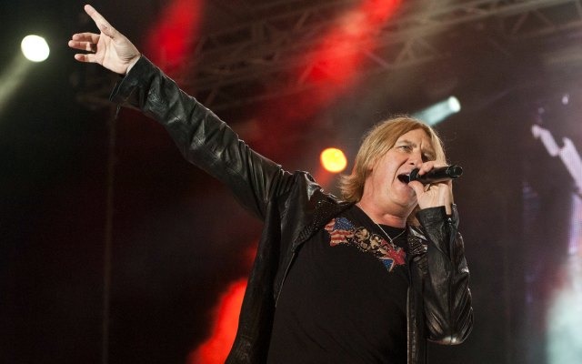 Def Leppard will play before the London game Sept. 28. (Getty Images)