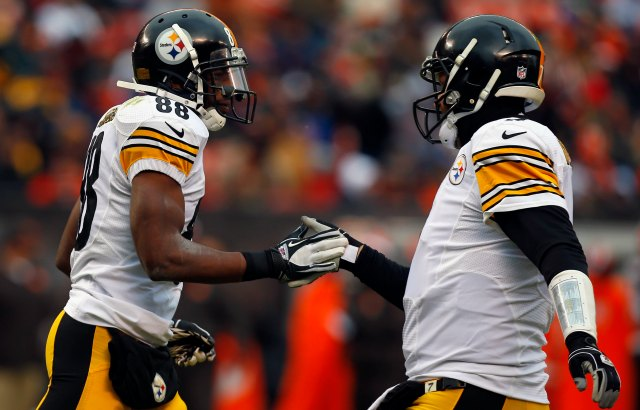 Emmanuel Sanders (left) doesn't think Ben Roethlisberger's leadership is as good as Peyton Manning. (Getty Images)