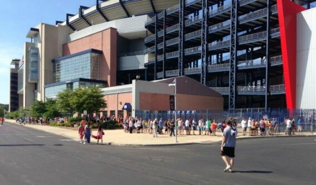 Here's Saturday morning line for the Aaron Hernandez jersey exchange. (@brian_mcintyre)
