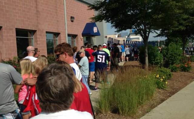 Another shot of the long line at Gillette Stadium on Saturday. (@nicolejpearce)