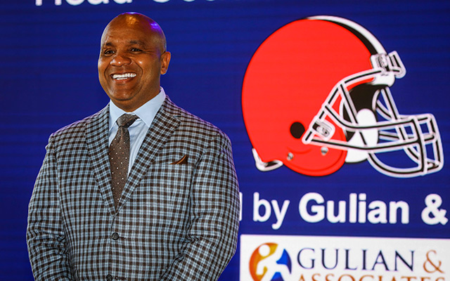 Hue Jackson has high expectations for the latest QB drafted by the Browns. (USATSI)