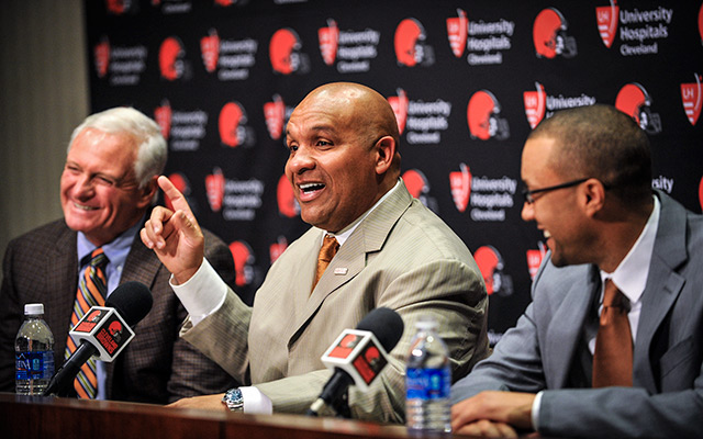 Browns coach Hue Jackson (center) and team executive Sashi Brown (right) have a decision to make on Johnny Manziel. (USATSI)