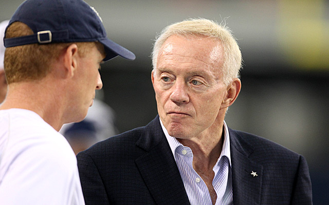 Jerry Jones (right) remains committed to Jason Garrett. (USATSI)