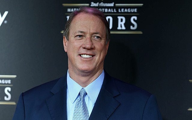 Jim Kelly has resumed his fight against cancer. (USATSI)