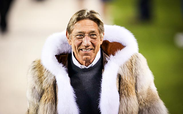 Not everyone was jazzed about Joe Namath's fur coat. (Twitter)