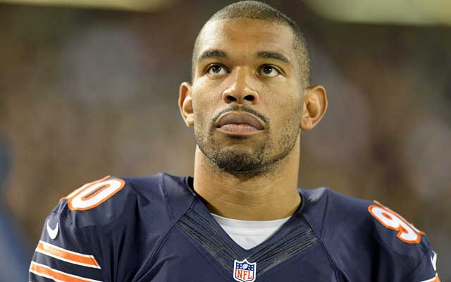 Julius Peppers will stay in the NFC North. (USATSI)
