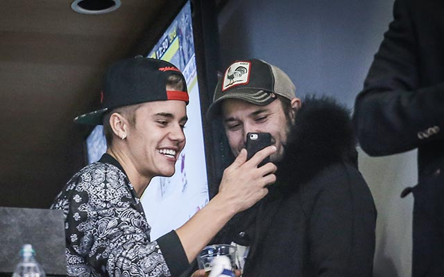 Justin Bieber's crew reportedly smoking weed at 30,000 feet didn't sit well with the pilots. (USATSI)