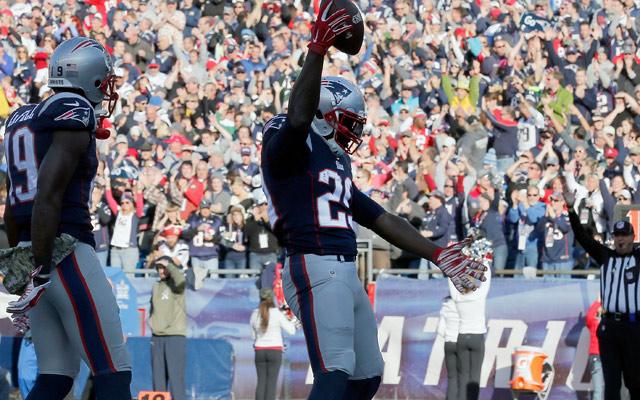 LeGarrette Blount scores for Patriots, does Antonio Brown's