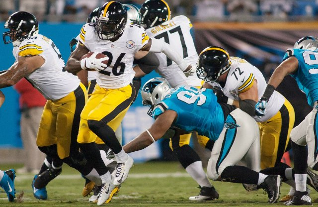 Le'Veon Bell helped the Steelers to multiple scoring drives. (USATSI)