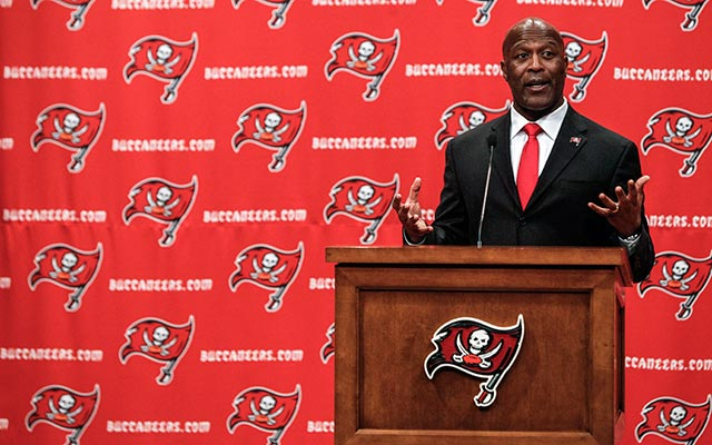 Lovie Smith made it clear Wednesday that Josh McCown is his starting QB. (USATSI)