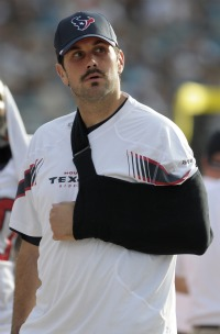 M. Leinart might have broken his collarbone Sunday (AP).